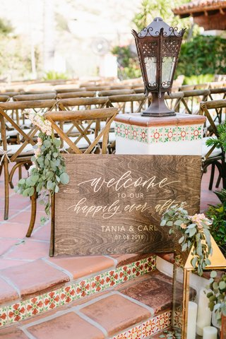 wedding-welcome-sign-wood-sign-eucalyptus-gold-calligraphy-lettering-terracotta-spanish-style-venue