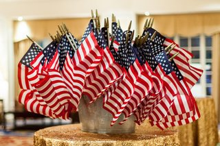 mini-united-states-of-america-flags-at-wedding
