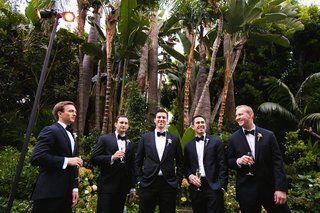 tuxedo-groom-and-groomsmen-in-front-of-palm-trees