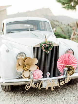 wedding-car-getaway-car-gold-flower-pink-fan-just-married-sign-green-heart-wreath