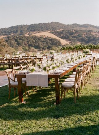 wood-tables-with-linen-runners-and-small-centerpieces