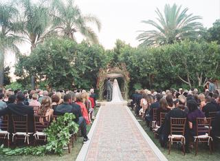 jewish-wedding-ceremony-in-a-garden