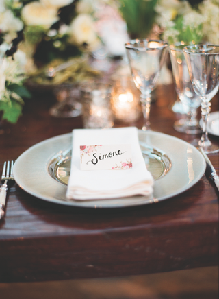 wedding-reception-place-card-with-rosy-vintage-flowers