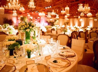 rustic-wooden-beams-and-flea-market-centerpieces