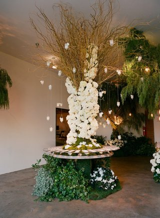 table-with-greenery-base-and-suspended-votives