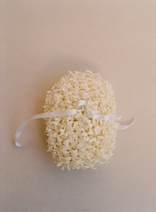 white-stephanotis-blossoms-with-white-ribbon