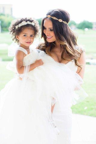 heidi-mueller-wedding-with-flower-girl-daughter-savanna-demarco-murray