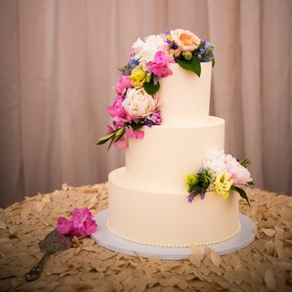 simple-wedding-cake-with-colorful-fresh-flowers