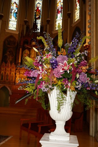 ceremony-flower-arrangement-with-stargazer-lilies-stocks-bright-colors-white-vase