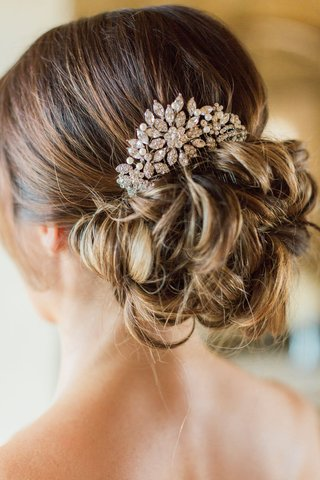 usabride-hair-accessory-headpiece-crystal-pearls-messy-updo-bun-outdoor-wedding-hairstyle-ideas