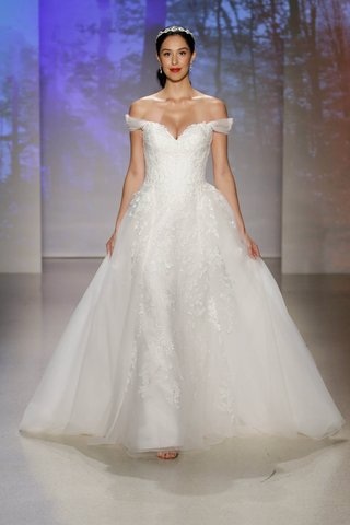 snow-white-two-piece-wedding-dress-featuring-fit-and-flare-tulle-overlay-gown-with-sweetheart-neck