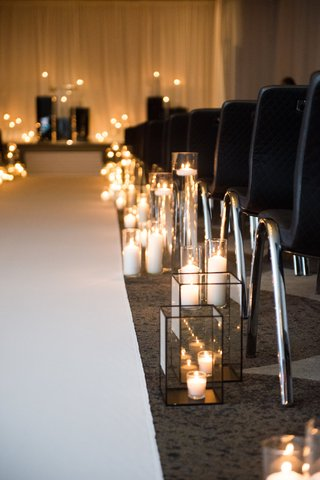 candles-in-hurricanes-and-glass-boxes-along-wedding-aisle