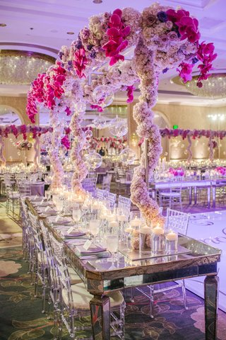 mirror-table-with-lucite-chairs-and-metal-scaffolding-wedding-centerpiece-with-flowers-and-glass-orb