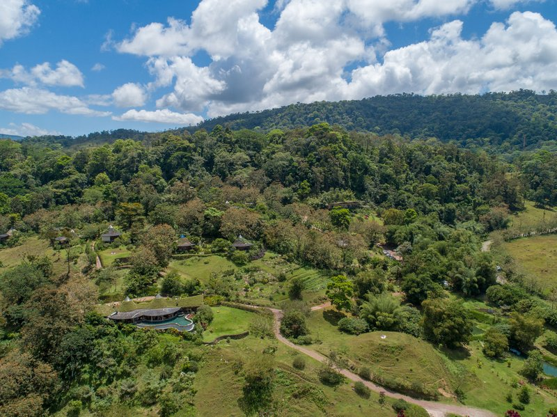 ORIGINS Luxury Lodge - View of Volcano & Valley