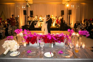 sweetheart-table-gray-linen-vibrant-blossoms-california-modern-wedding-reception-dance-floor-view