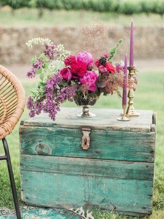 vintage-teal-trunk-purple-floral-arrangement-california-boho-chic-wedding-styled-shoot-lounge-candle