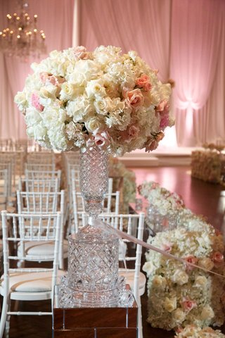 white-hydrangea-white-rose-pink-rose-on-crystal-vase-on-mirror-riser-at-entrance-to-ceremony