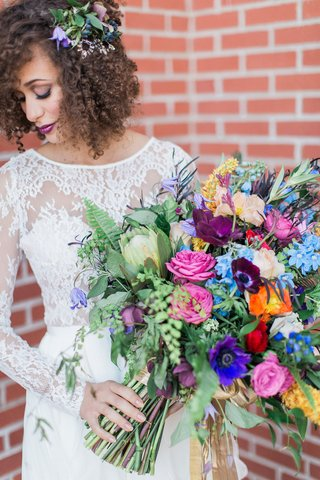 large-arm-bouquet-with-colorful-garden-roses-ranunculus-anenomes-hellebora-clematis-maidenhair