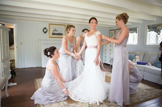bride-in-a-lela-rose-lace-gown-with-bridesmaids-in-long-champagne-dresses