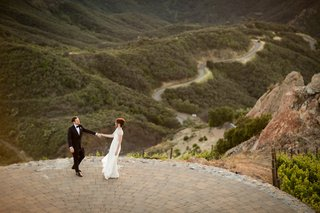 malibu-rocky-oaks-wedding-bride-and-groom-dance-on-helipad