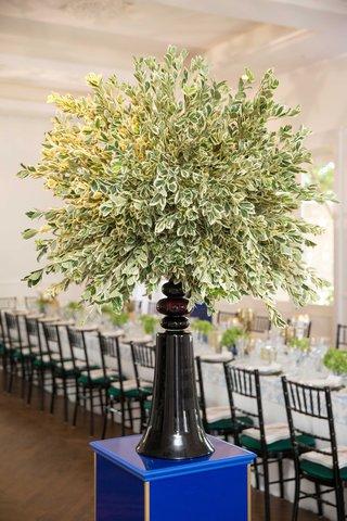 southern-inspired-wedding-tree-like-wedding-decor