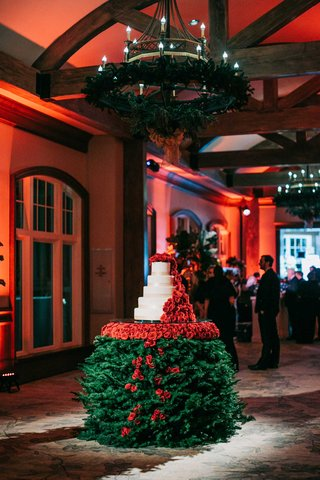 wedding-cake-table-christmas-tree-red-roses-white-cake-with-red-roses-cascading-down