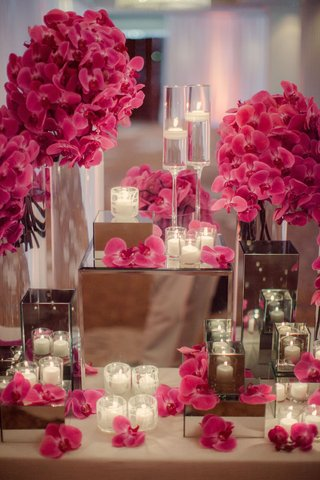 floating-candles-and-orchids-on-mirrored-pedestals