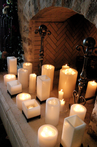 lit-candles-in-a-fireplace-of-a-wedding-reception