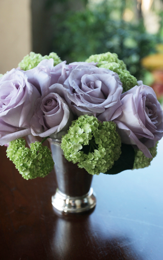 light-purple-roses-and-green-hydrangeas-in-a-mint-julep-cup