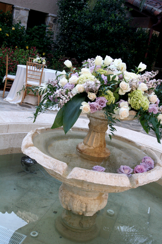 fountain-decorated-with-light-purple-and-white-roses-green-hydrangeas-and-white-tulips