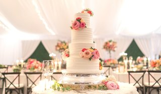 four-tiered-wedding-cake-with-horizontal-frosting-layers-and-fresh-flowers