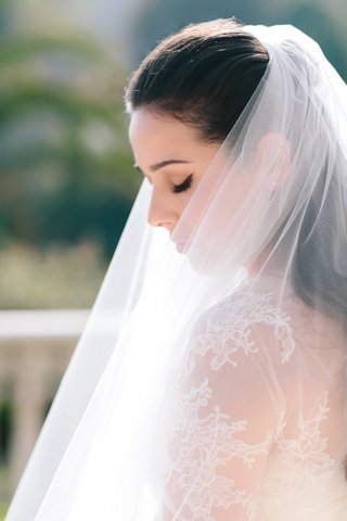 bride-with-vera-wang-dress-and-vera-wang-veil-winged-eyeliner