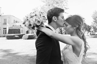 black-and-white-photo-of-groom-kissing-brides-forehead