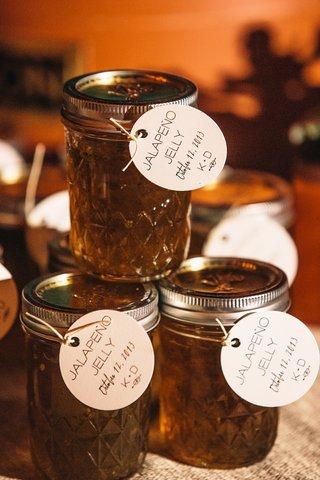 mason-jars-filled-with-jalapeno-jam-with-round-card