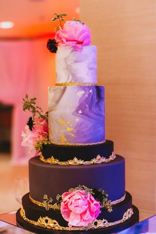 modern-contemporary-wedding-cake-black-layer-gold-details-marble-fresh-peony-flowers-pink