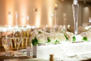 marble-planters-with-white-roses-at-modern-museum-wedding-reception