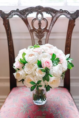 classic-bridal-bouquet-pastel-roses-southern-wedding-traditional-details-flowers-feminine-pretty