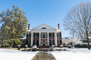 southern-plantation-home-wedding-backyard-southern-wedding-in-winter