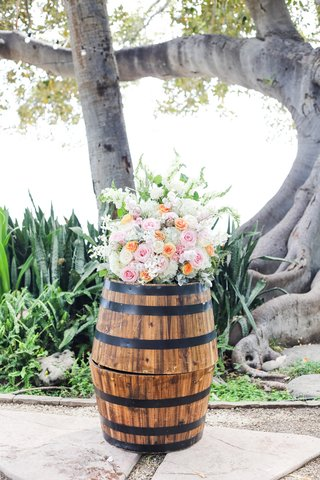 barrels-displaying-akimo-roses-pink-roses-peach-roses-dusty-miller