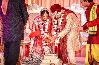 indian-bride-and-groom-marry-in-hindu-ceremony