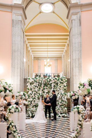 detroit-lions-tackle-taylor-decker-wedding-to-bryn-toyama-in-front-of-flower-wall