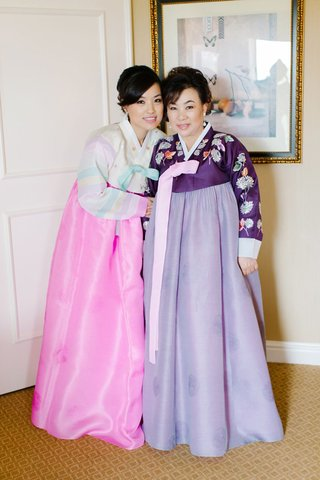 bride-and-mother-wear-traditional-korean-hanbok-dresses