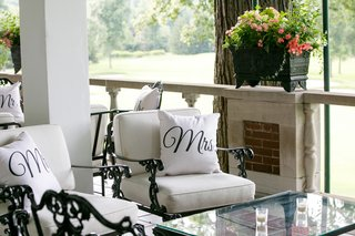 wedding-reception-outdoor-seating-area-longe-white-black-iron-patio-furniture-with-pillows