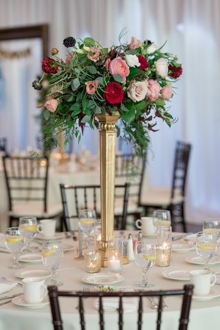 red-garden-roses-ivory-and-blush-roses-greenery-gold-stand