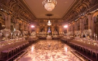 the-plaza-hotel-wedding-ballroom-dance-floor-in-center-long-tables-chandeliers-light-projections