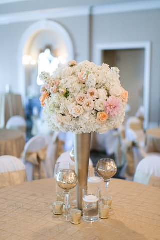 wedding-reception-table-with-light-orange-roses-white-roses-hydrangeas-pink-dahlias-in-gold-vase