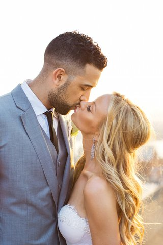 nba-basketball-player-and-bride-kissing-in-sun