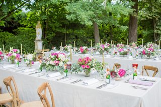 outdoor-wedding-reception-in-france-white-table-wood-vineyard-chairs-pink-white-flowers-gold-candles