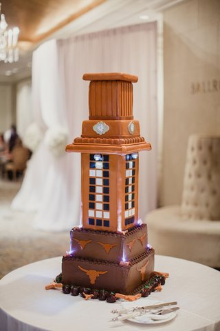 wedding-cake-with-texas-longhorns-university-of-texas-at-austin-grooms-cake