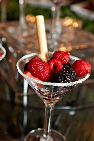 martini-glass-with-sugar-rim-and-fresh-fruit